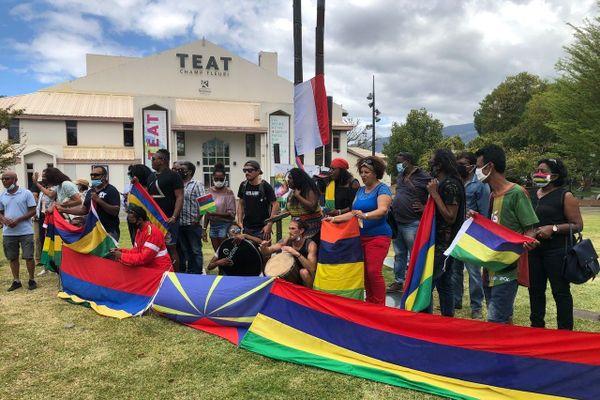Mobilisation de Mauriciens sur le parvis des droits de l'homme à Champ Fleuri