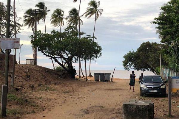 Entrée de la plage de Montabo