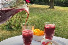 Le jus d'hibiscus est connu pour ses  nombreuses vertus.