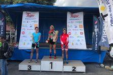 Océane Tessier a une nouvelle fois remporté l'étape, suivie de près par Kylie Vernaudon et Céline Hirzel.