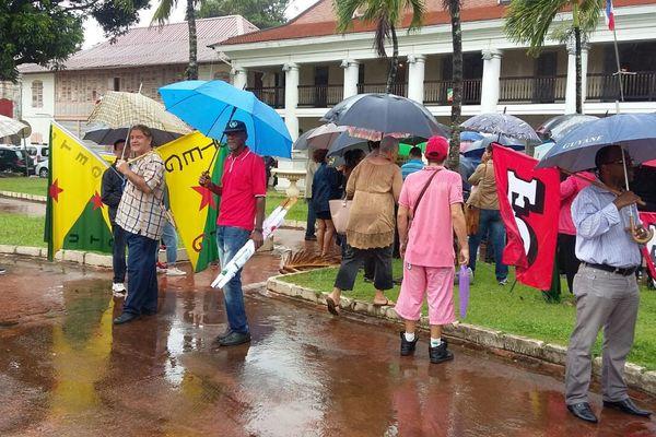 Les manifestants contre la loi El Khomri devant la préfecture