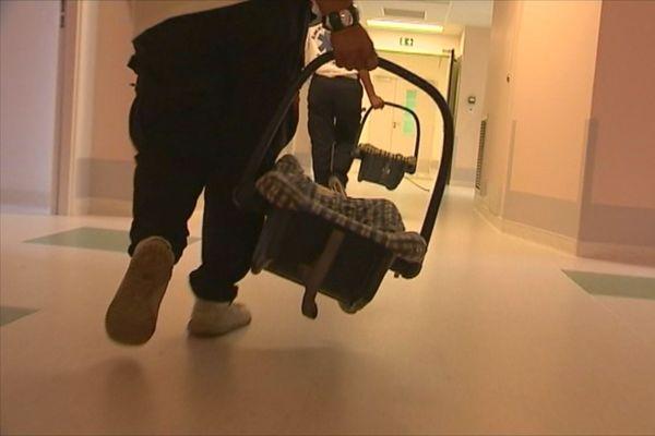 Photo thème de bébés : couffins à l'hôpital