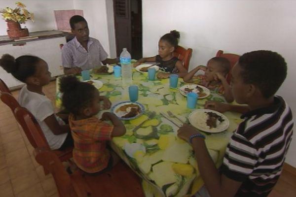 Famille dominiquaise au Prêcheur