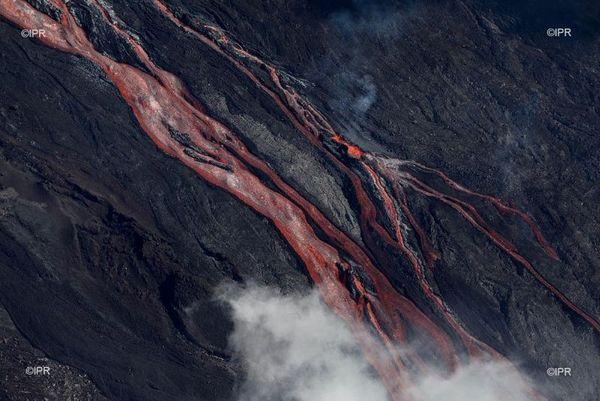 Photo éruption du Piton de la Fournaise du 11 juin