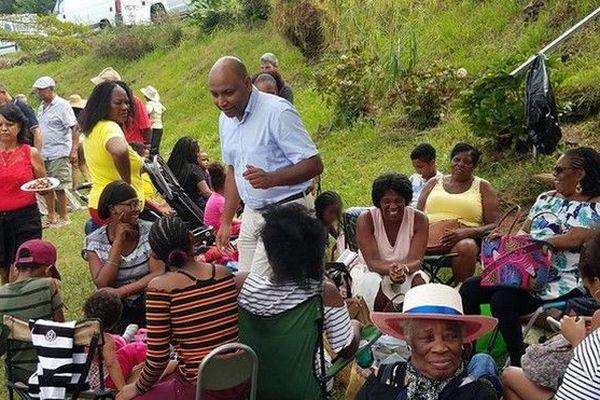 Thierry Robert lors d'un pique-nique partage de l'association Dobout dans la forêt du Tévelave le 7 mai 2019