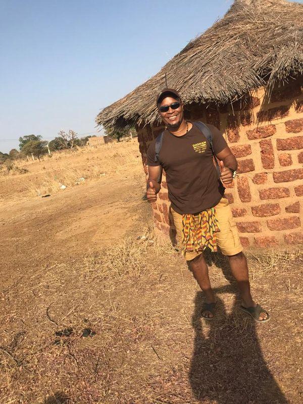 Yannick Théolade découvre le village de KPG au Burkina-Faso