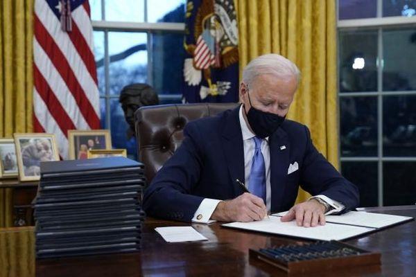 Joe Biden signe ses premiers décrets