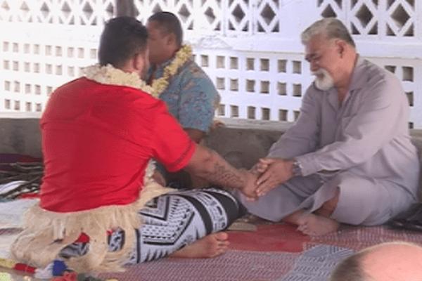 le roi soutient les athlètes pour les minijeux du Vanuatu