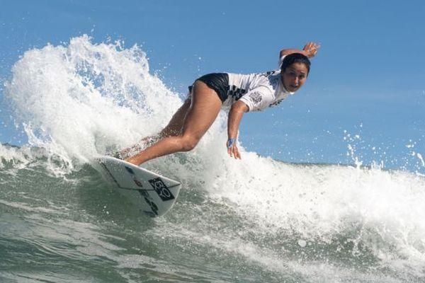 Mondiaux de surf ISA : Vahine Fierro qualifiée pour le 4e tour