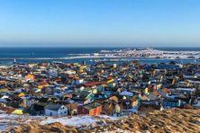 La situation économique de Saint-Pierre et Miquelon n'est pas aussi catastrophique que prévue, même si les secteurs du tourisme et de l'hébergement souffrent.