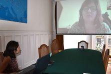 La déléguée de la Polynésie française en visio-conférence avec Isabelle Gruet, responsable du pôle accès aux droits de l'assurance maladie de l'Aisne.