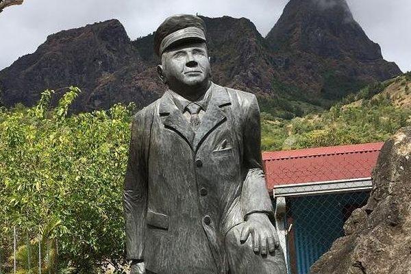 L'ancien facteur de Mafate, Ivrin Pausé est décédé à 91 ans. Depuis 2016, sa statue se trouve à Grand-Place dans le cirque.