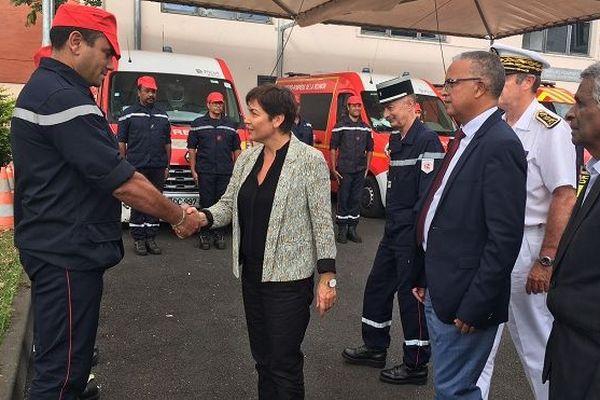 Après l'incendie meurtrier de Cambaie, Annick Girardin s'est rendue auprès des pompiers de Saint-Paul.