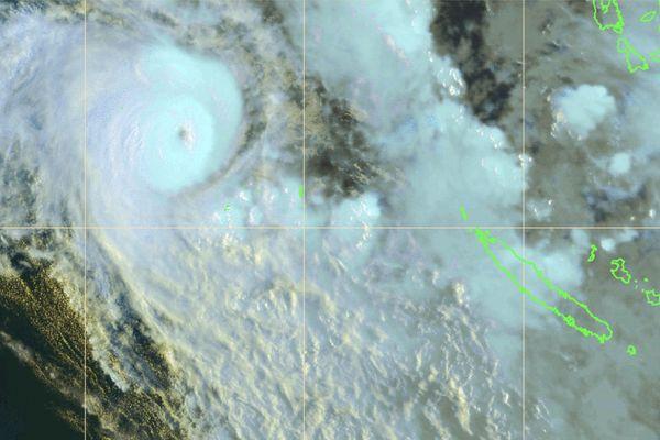 Cyclone Niran, vue satellite de vendredi en début de soirée.