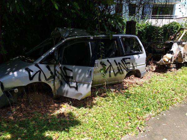 Des centaines de voitures abandonnées sur les bords des routes de Guyane