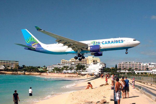 Avion Air Caraïbes arrivant à Juliana Sint Maarten SXM Saint-Martin