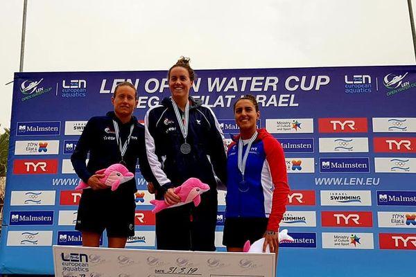 Podium 100% tricolore aux 10 kms d'Eilat, Lara Grangeon sur la plus haute marche.
