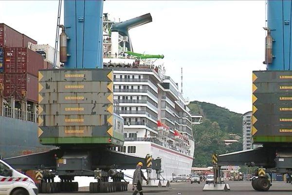 Arrivée de paquebot au port autonome de Nouméa.