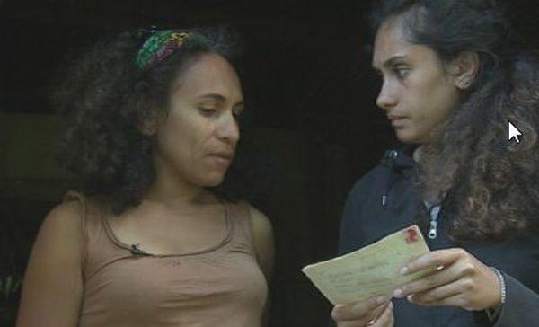 Charlotte et sa cousine Chloé à la recherche de leurs racines