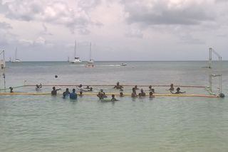 Les jeunes caribéens profitent de loisirs nautiques