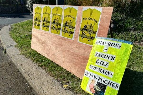 17 novembre Gilets Jaunes installation au portail à Saint-Leu 171118