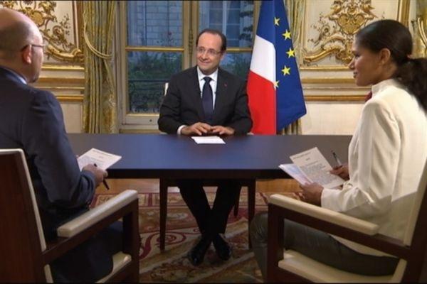 François Hollande répond aux questions de Laurence Théatin et de William Kromwell