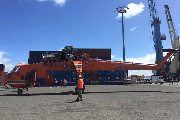 hélicoptère de transport Sikorsky Skycrane au port de Nouméa 21 août 2017 3