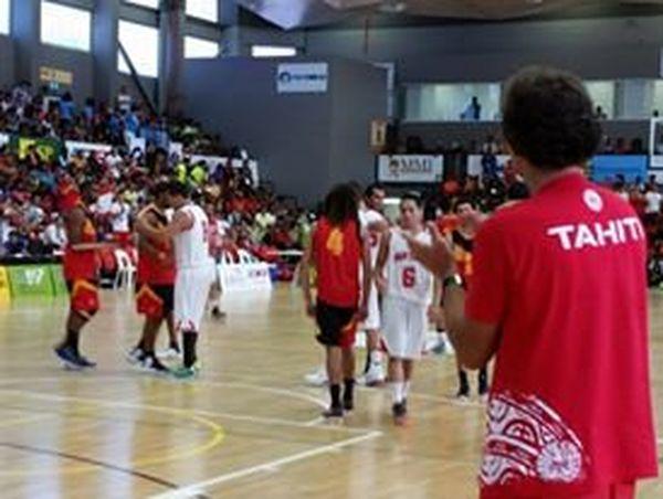 La joie des basketteurs tahitiens qui remportent la médaille de bronze - PNG2015