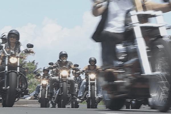 Les bikers de Tahiti rendent hommage à Johnny Hallyday