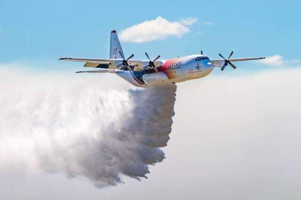 Avion bombardier d'eau en Australie