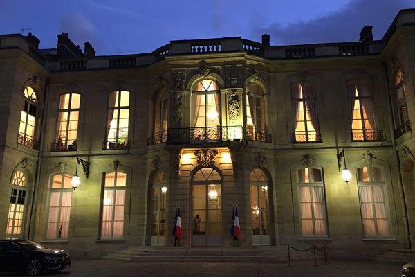 16e comité des signataires : hôtel de Matignon