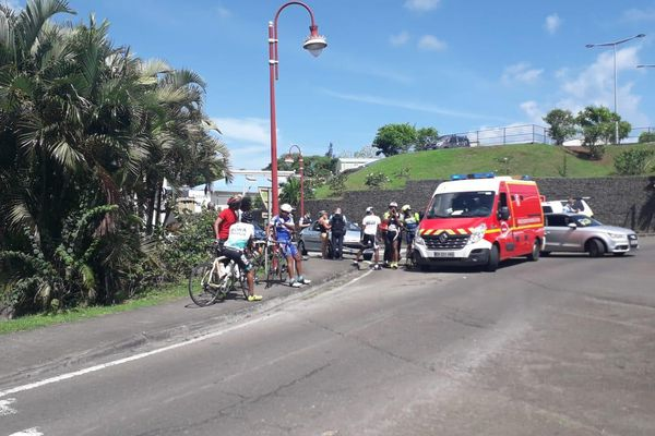 Vélo renversé par voiture