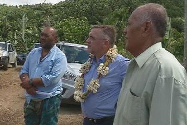 Visite du préfet dans les villages de Alo