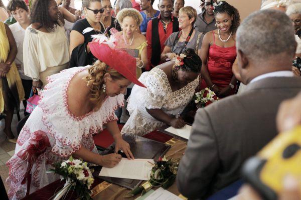 Rosemonde et Myriam officialisent leur union.
