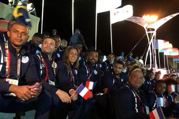 La délégation de La Réunion assiste au spectacle de la cérémonie d'ouverture.
