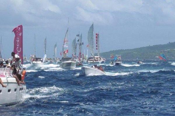 bateaux accompagnateurs tour des yoles