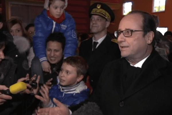 bain de foule Hollande Saint-Pierre