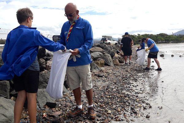 Nettoyage des scouts à Magenta plage, 31 août 2019