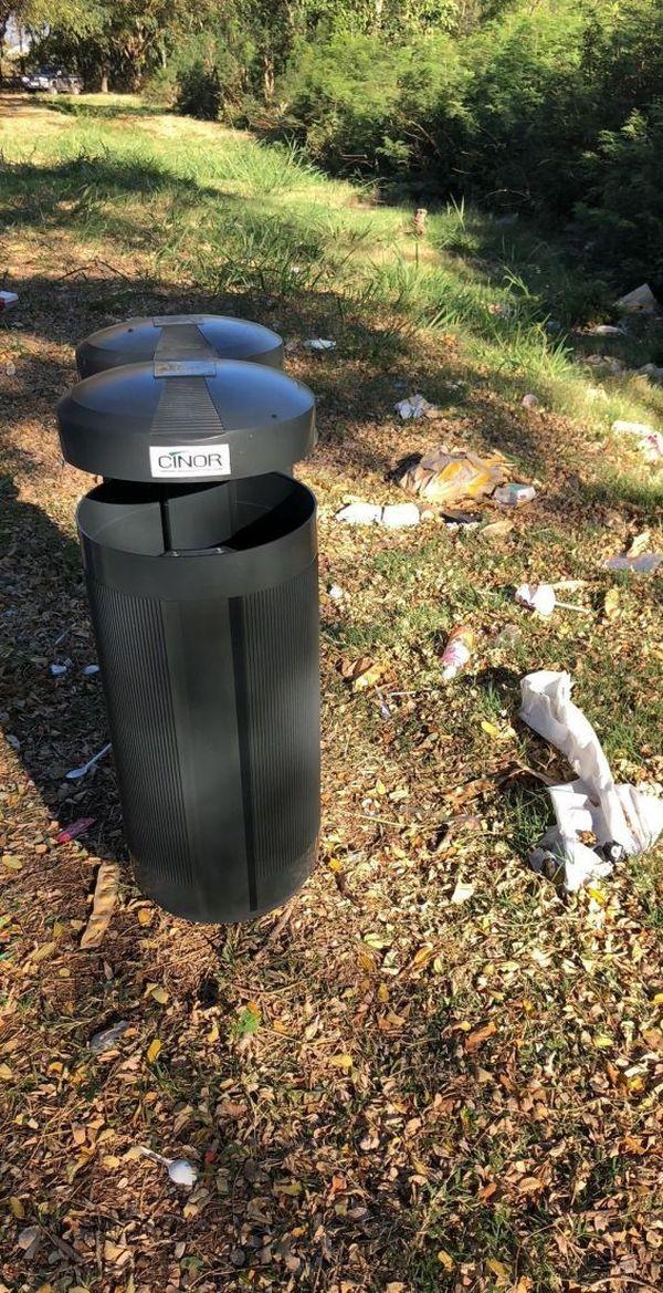 Les poubelles sont vides, mais l'environnement a besoin de nettoyage