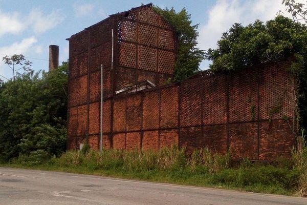 Les ruines de l'usine de Lamirande