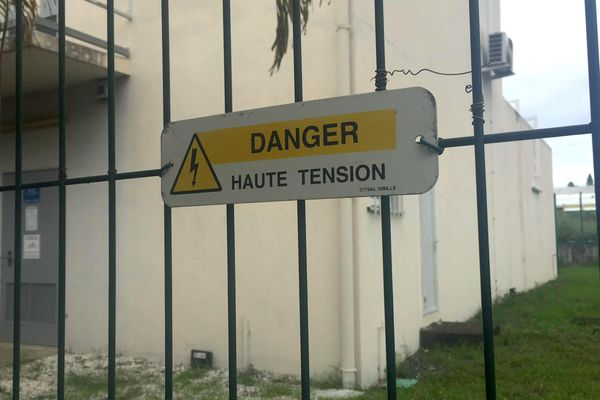 """Image d'illustration """"danger haute tension"""" pour le poste source d'EEC à Boulari"""