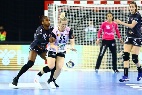 Coralie Lassource défense handball