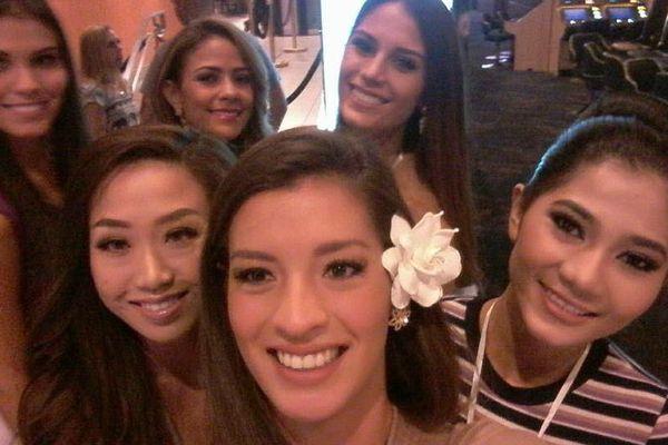 Vaiata Buisson et les candidates à Miss Grand International