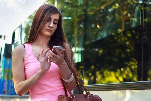 Traverser la rue le nez sur son téléphone est désormais passible d'une amende à Honolulu