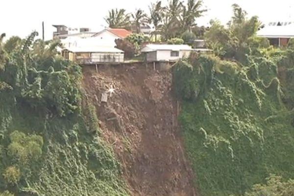 Bejisa provoque un glissement de terrain à Sainte-Marie. deux familles ont frôlé la catastrophe