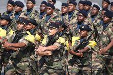Des soldats du RSMA de Mayotte lors du défilé militaire du 14 juillet 2018 sur les Champs-Elysées à Paris.