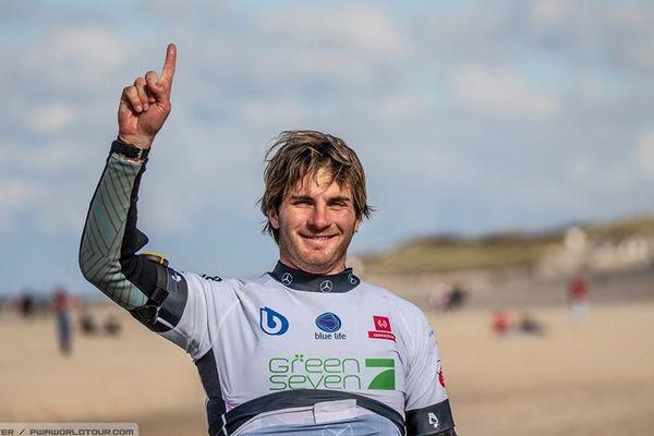C'est le premier titre mondial en windsurf foil pour Nicolas Goyard