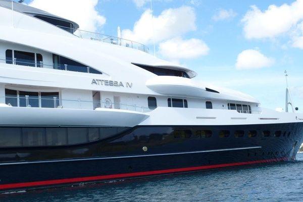 Près de 60 personnes peuvent prendre place à bord de ce yacht