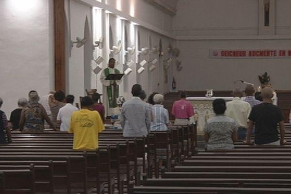 Les catholiques encore sous le choc de la démission du pape Benoît XVI