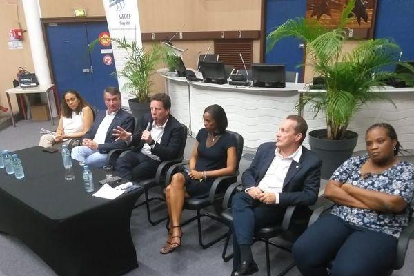 de droite à gauche : les président(e)s des MEDEF de Mayotte, Guadeloupe, Guyane et du MEDEF national